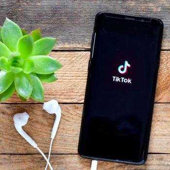 Tiktok, le réseau social puissant, mais sous-exploité par les entreprises